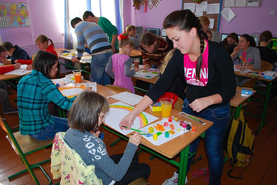 """Всеукраїнський проект """"Конкурс образотворчого та декоративного мистецтва """"ПРОСТО НЕБИЛИЦІ"""" відвідав сирітський будинок"""